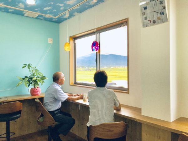 従来の台所を安達太良山を眺望できる給湯室及び食堂に